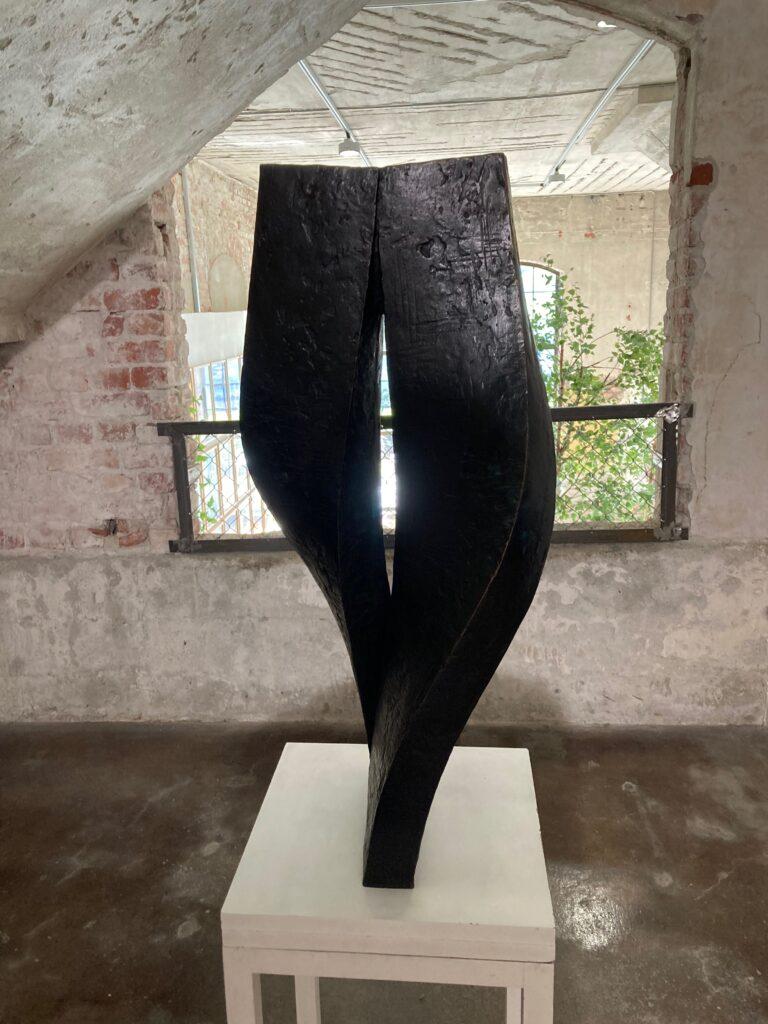 Aase texmon Rygh - Langsom vals. Nylig avdøde Aase Texmon Rygh er representert på utstillingen med en rekke skulpturer.